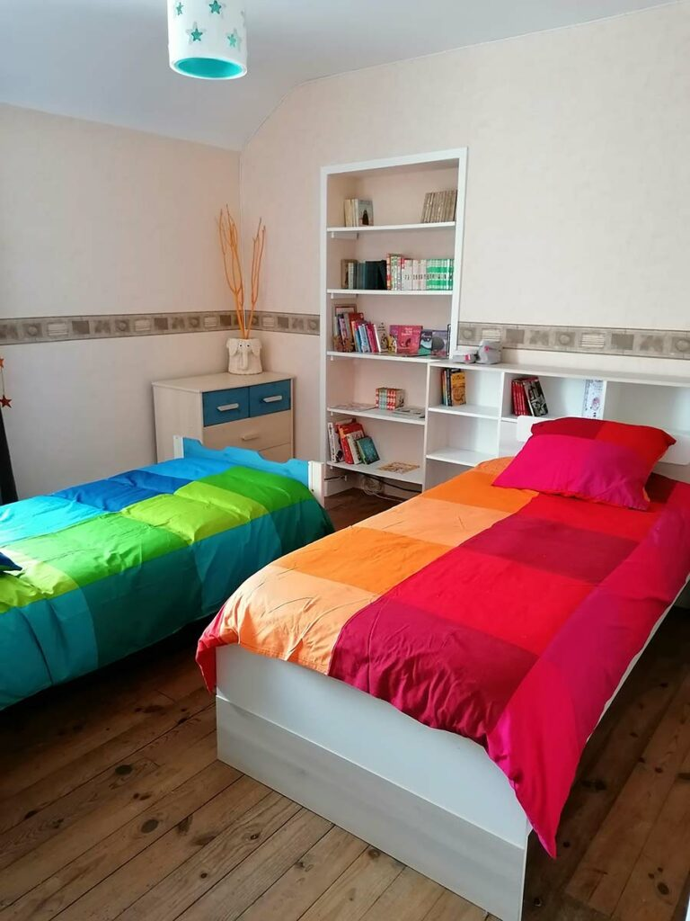 chambre 2 personnes draps fournis lits faits à l'arrivéenuit étoilée gîte gite Cocottes & Colibri Châtellerault