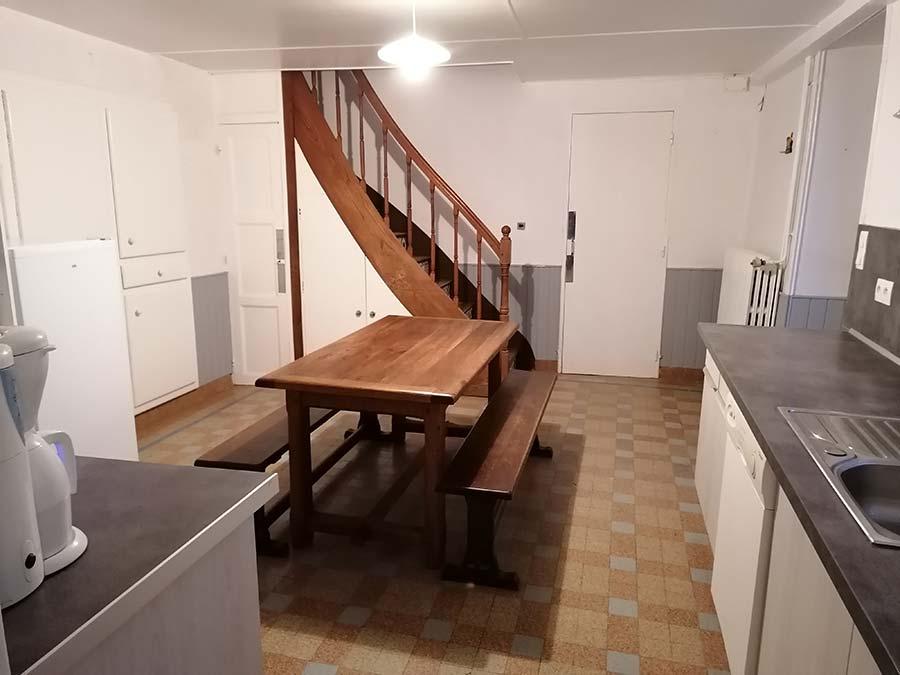 cuisine équipée 6 personnes escaliers gîte gite Cocottes & Colibri Châtellerault
