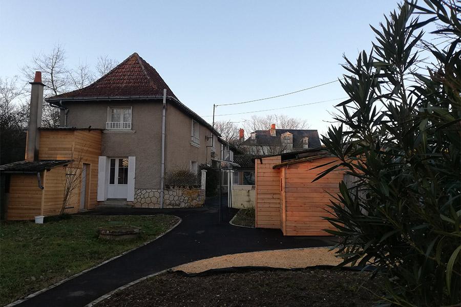 Paysage aménagement paysager bardage laurier bois gîte gite Cocottes & Colibri Châtellerault